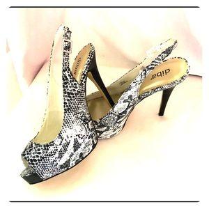 Brand new snake type skin black & white heels 8.5